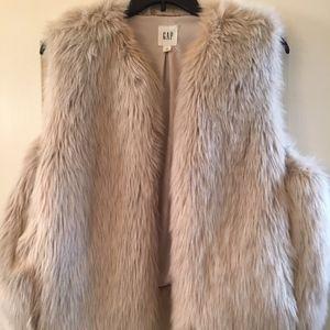 Gorgeous Gap Faux Fur Tan/Cream Vest